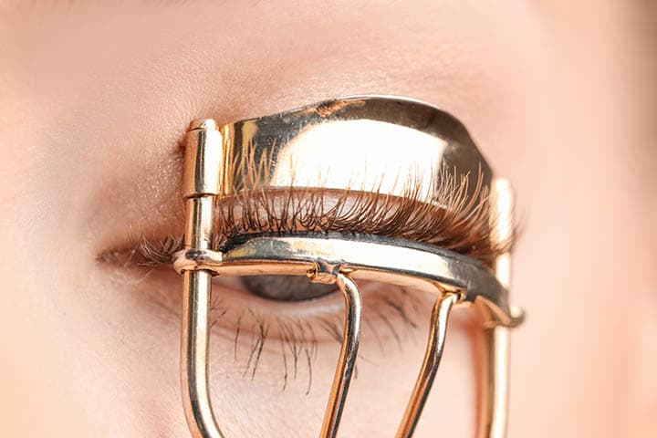 How to curl your eyelashes without causing them too much damage
