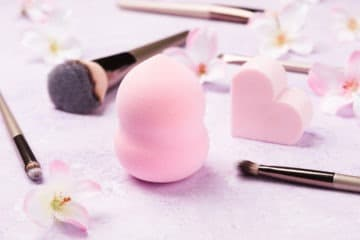 different shapes of beauty blenders and alternatives