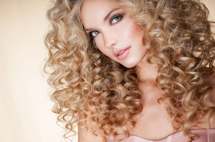 Girl wondering how to get her hair to hold a curl