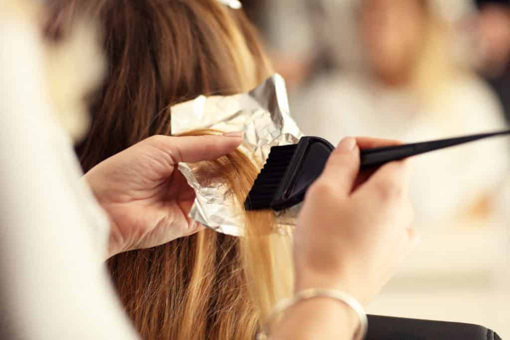 Common mistakes when bleaching your hair at home Skipping strand testing