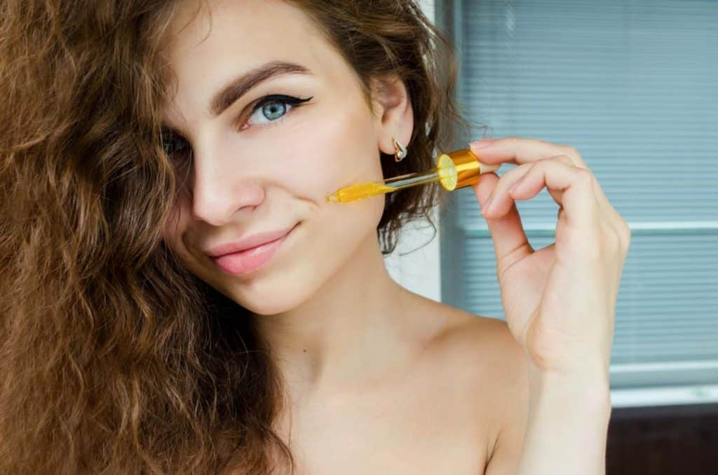 Use essential oils to remove dark circles and under eyes bags